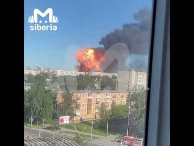 Из-за взрывов и пожара на АГЗС в Новосибирске перекрыли Гусинобродское шоссе. Число пострадавших растет