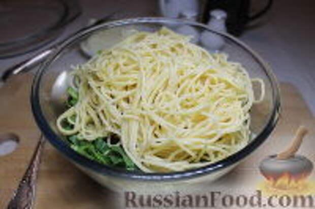 Фото приготовления рецепта: Запеканка из спагетти, со шпинатом и ветчиной - шаг №11