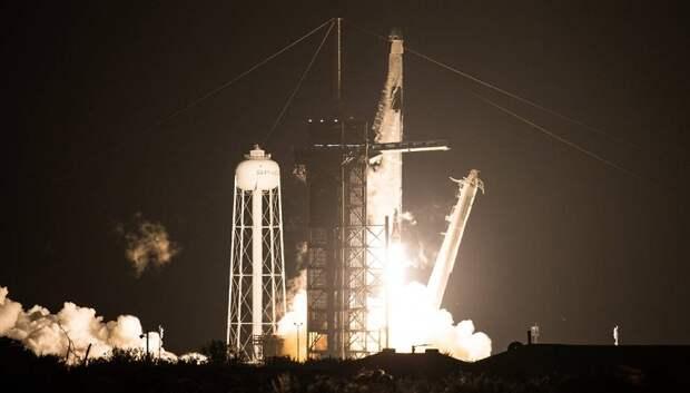 Второй корабль Crew Dragon компании SpaceX Илона Маска летит к МКС