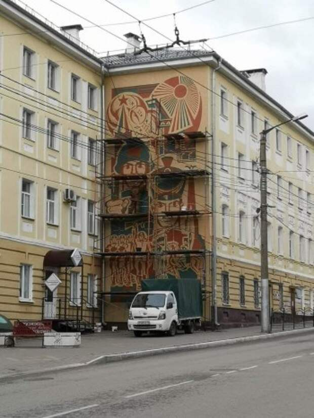 Панно на Пушкина покрывают защитным слоем