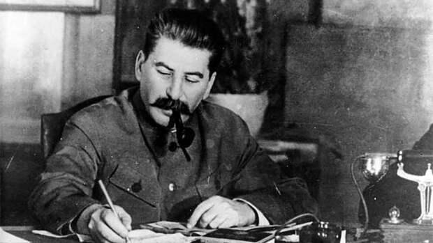 Сванидзе предостерег КПРФ от создания Сталин-центра на общественной земле
