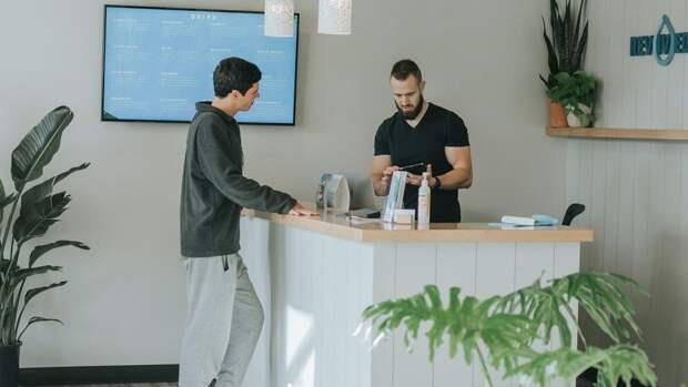 Петербургские работодатели стали чаще искать работников гостиничной и ресторанной сферы