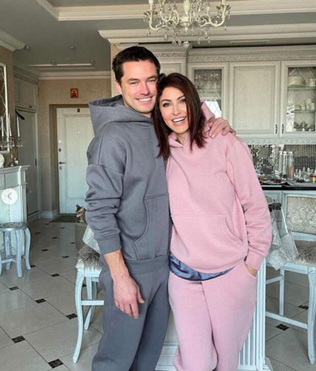 Многодетный жених Анастасии Макеевой стал официально свободен