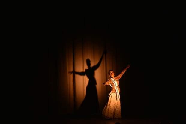 Досуговый центр на Синявинской открыл набор в группу экзотических танцев
