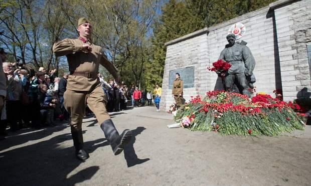 В Эстонии задержали волонтеров почетного караула