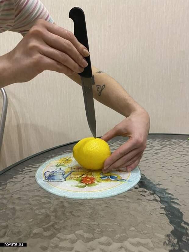 Лимон нужно кушать со кожурой.