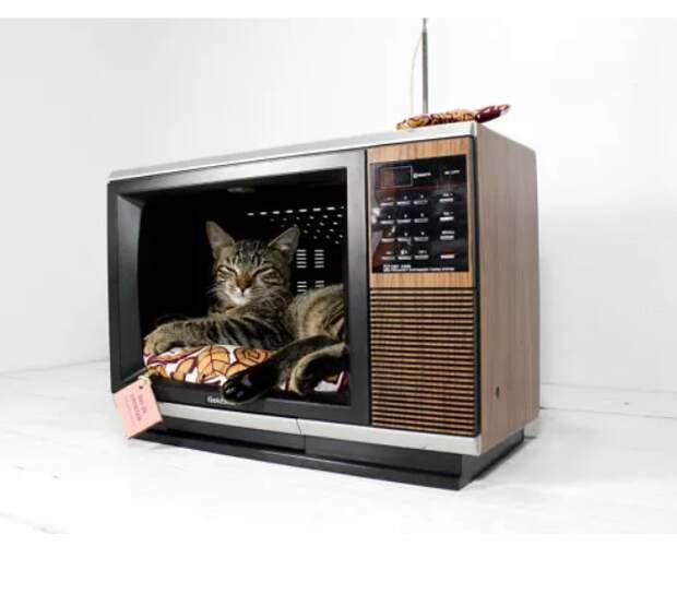 Шкаф из телевизоров