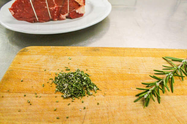 Ростбиф весом килограмм делаем быстрее, чем жареную курицу: за 40 минут по рецепту мясника