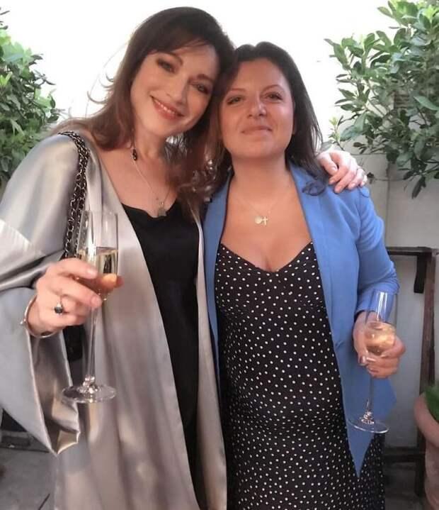 «Она могла бы выбрать ненависть к Тиграну и ко мне»: Маргарита Симоньян о дружбе с Алёной Хмельницкой