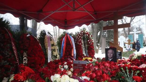 На могиле Ланового так и не появился памятник спустя полгода после его смерти