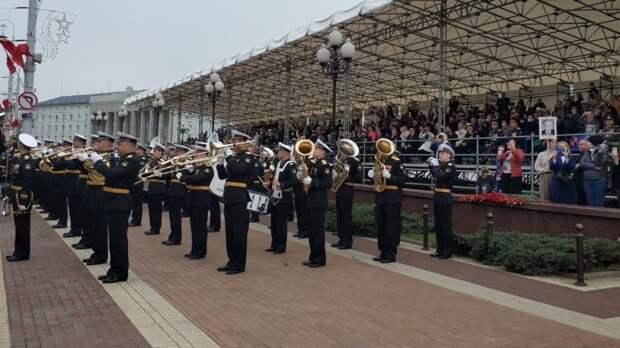 Патриотическая акция «Майский вальс» прошла в Екатеринбурге в честь Дня Победы