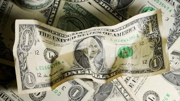 Эксперт Ревенко дал россиянам советы по обмену долларов на рубли