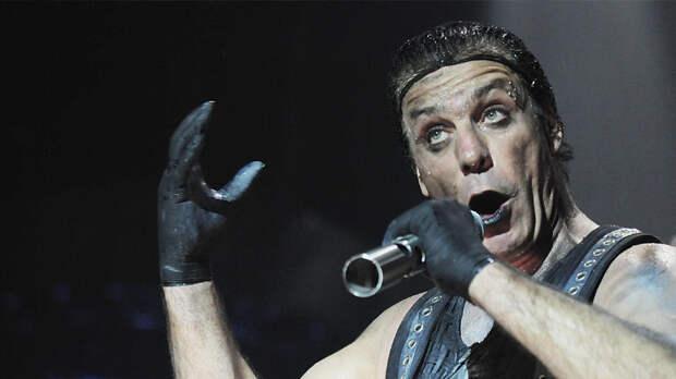 Ужин при свечах: лидера Rammstein заметили в компании русской девушки