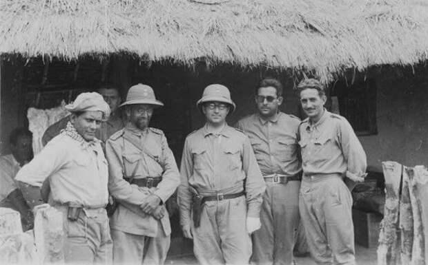 Генерал Беляев второй слева.jpg