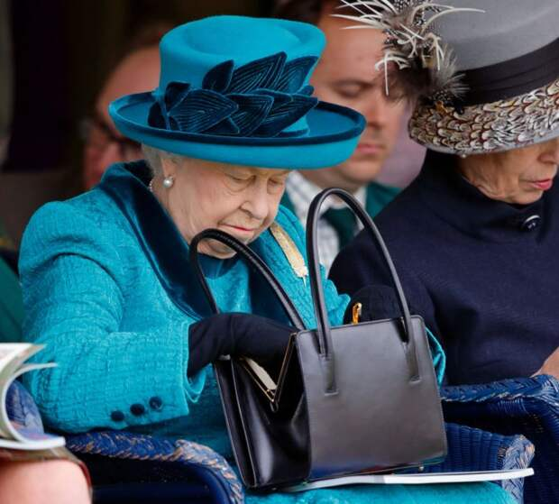 10 неожиданных фактов о гардеробе Елизаветы II