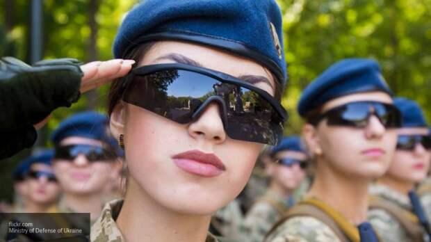 Стало известно, сколько женщин служит в армиях России и Украины
