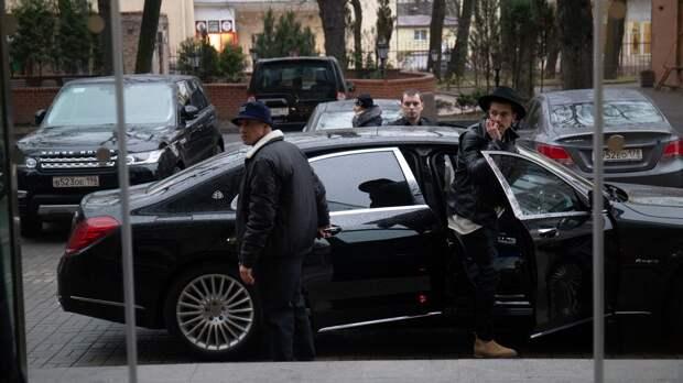 Рэпер Павел Прилучный переживает кризис с помощью телохранительницы