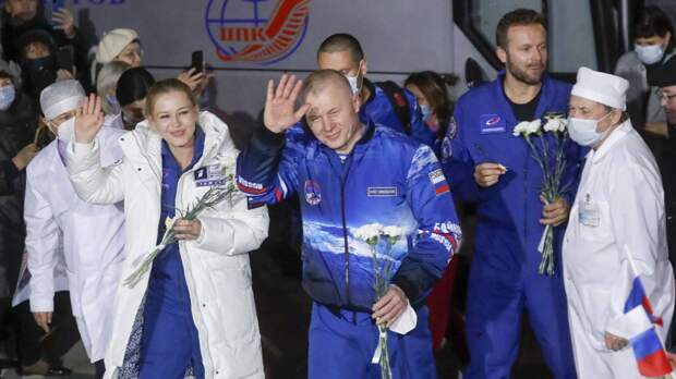 Съемочная группа «Вызова» начала реабилитацию после полета на МКС