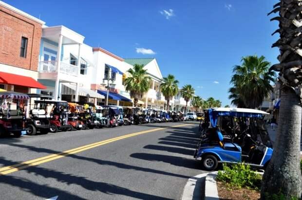 Город, где гольфмобилей больше, чем обычных машин. /Фото: samanthamerritt.org