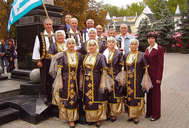 Греки Приазовья в национальной одежде