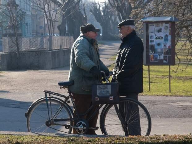 Увеличить пенсии работающим пенсионерам потребовала ФНПР