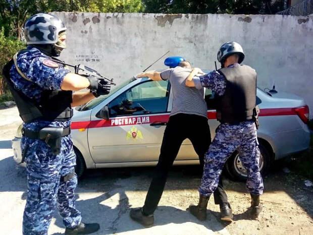 В Крыму рассказали, как Росгвардия защищает медиков от пьяных и неадекватных людей