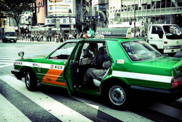 Такси с автоматическими дверями.   Фото: Lifter.