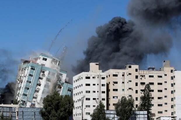Удар Израиля привел к обрушению в Газе здания с офисами международных СМИ