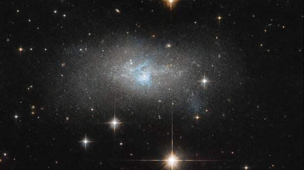 Астрономы впервые увидели вращение мини-галактики ранней Вселенной