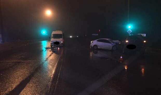 Наобъездной Оренбурга вДТП сучастием автобуса пострадали два человека