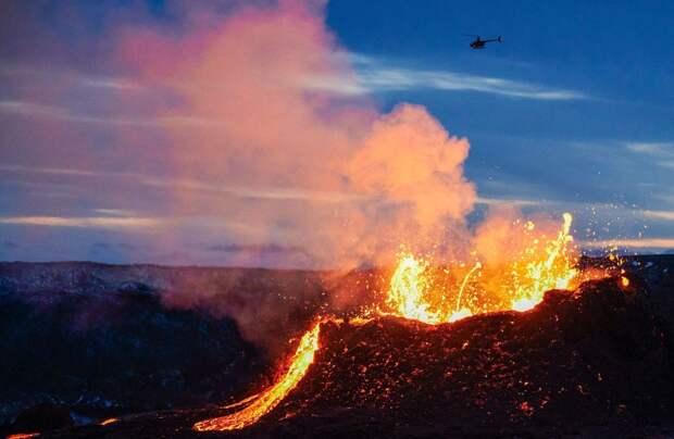 В Исландии продают извергающийся вулкан