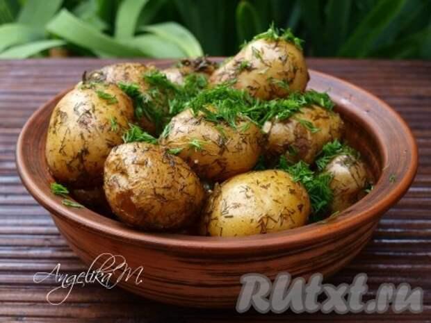 Молодой картофель, запеченный в рукаве в духовке