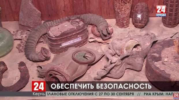 В школьных музеях Керчи и Ленинского района обнаружили необезвреженные боеприпасы
