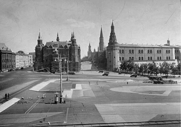 Как «прятали» Кремль и другие значимые постройки Москвы во время Второй мировой войны