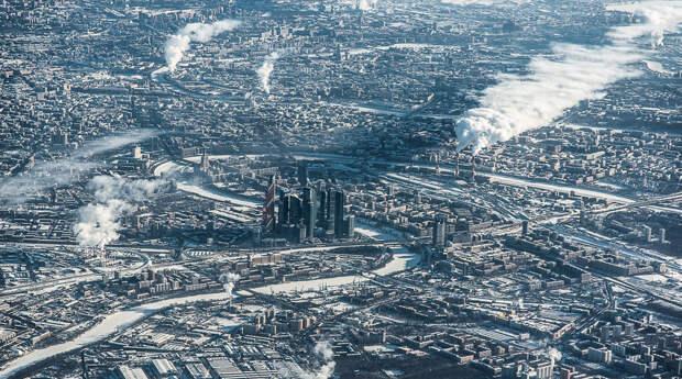 Москва-сити, причудливый изгиб Москва-реки, гостиница Украина и даже Храм Христа Спасителя и Кремль