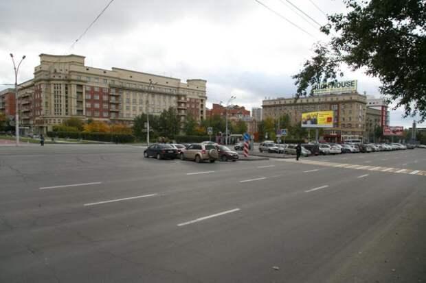 Против переименования площади Свердлова выступили новосибирцы