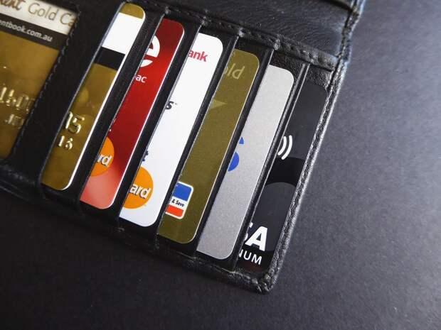 Российские банки могут сделать выпуск карт платным