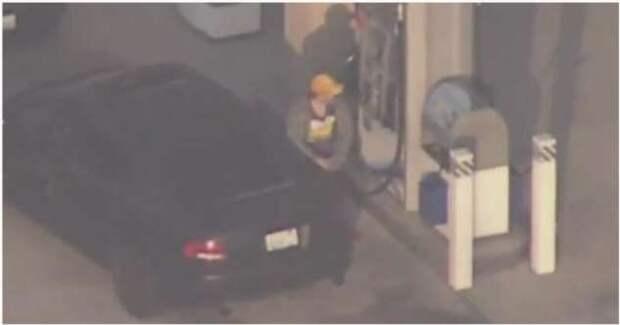 Преступник решил заправить свой автомобиль во время погони (1 фото + 1 видео)