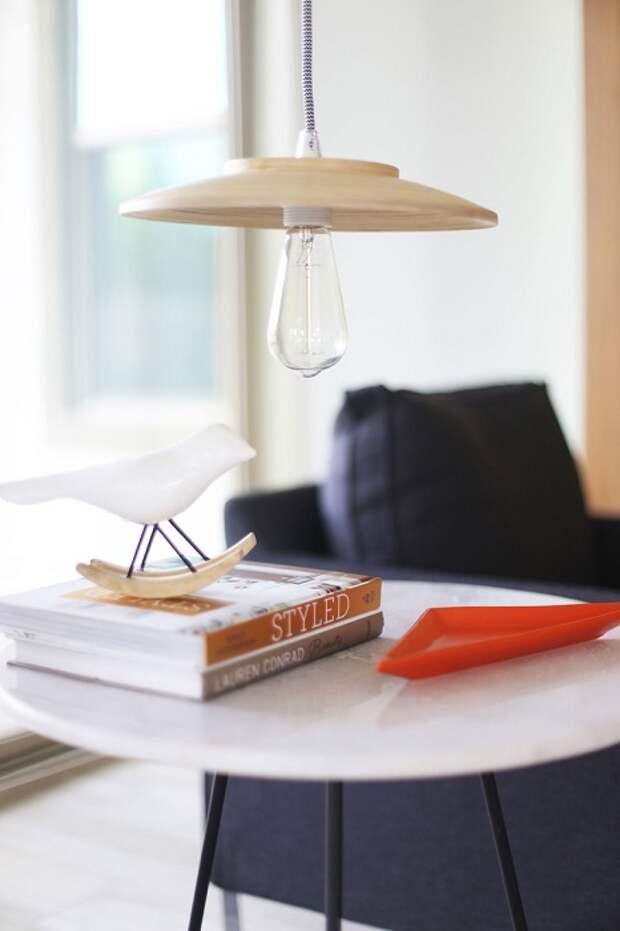 Потолочный светильник, который поможет украсить и разнообразить практически любое помещение.