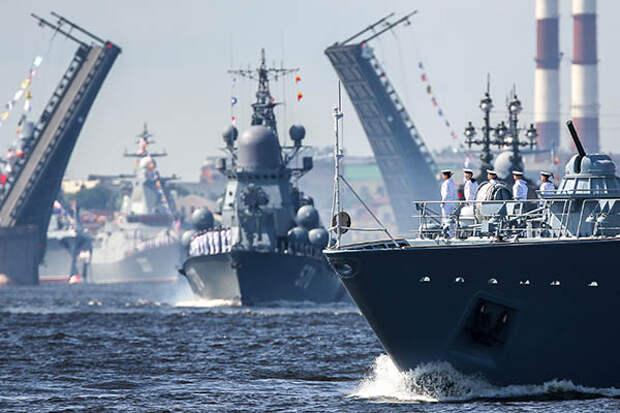 Российские корабли проведут учения вблизи британского авианосца