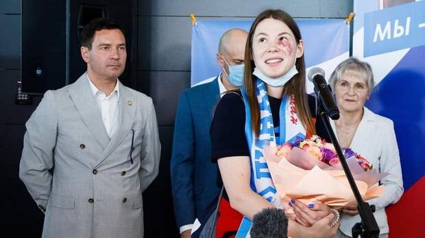 В аэропорту Казани встретили олимпийскую чемпионку по фехтованию Марту Мартьянову