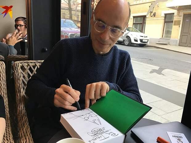 В Москву на четыре дня приехал любимец нашей публики, писатель-фантаст Бернар Вербер Фото: Евгения КОРОБКОВА