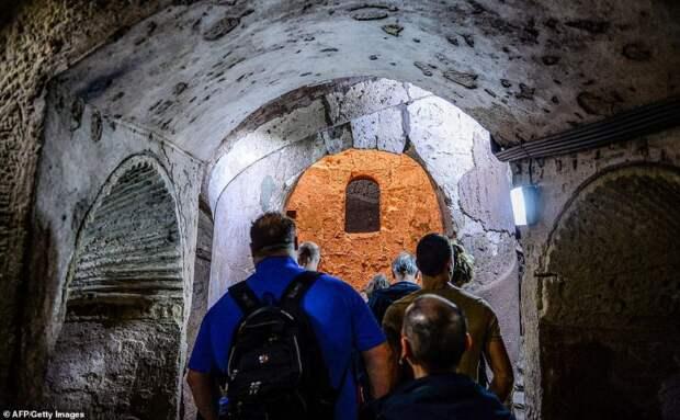 Античные сокровища: древние египетские катакомбы, полные удивительных артефактов, открылись для посещения