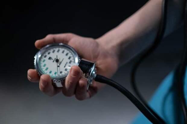 Мясников  рассказал, что положение манжеты влияет на показатели артериального давления