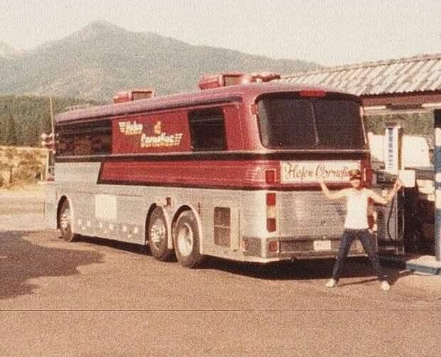 Helen 's Tour Bus