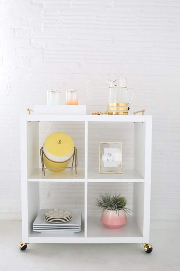 Удобный и функциональный шкаф на колёсиках, который может стать неотъемлемым предмет мебели.