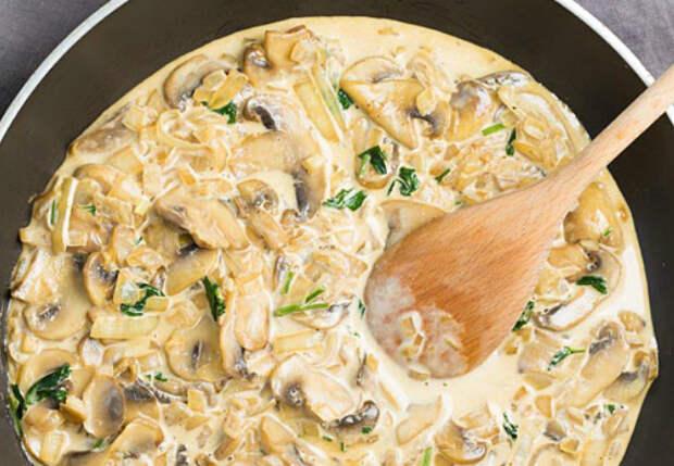 Чесночно-грибной соус ко всему: заливаем грибы сливками и жарим