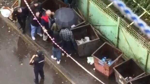 В Луге в мусорном контейнере обнаружили труп младенца