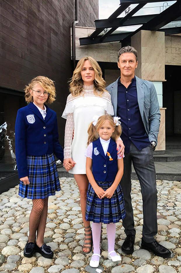 Наталья Ионова и Александр Чистяков с дочерьми Лидией и Верой
