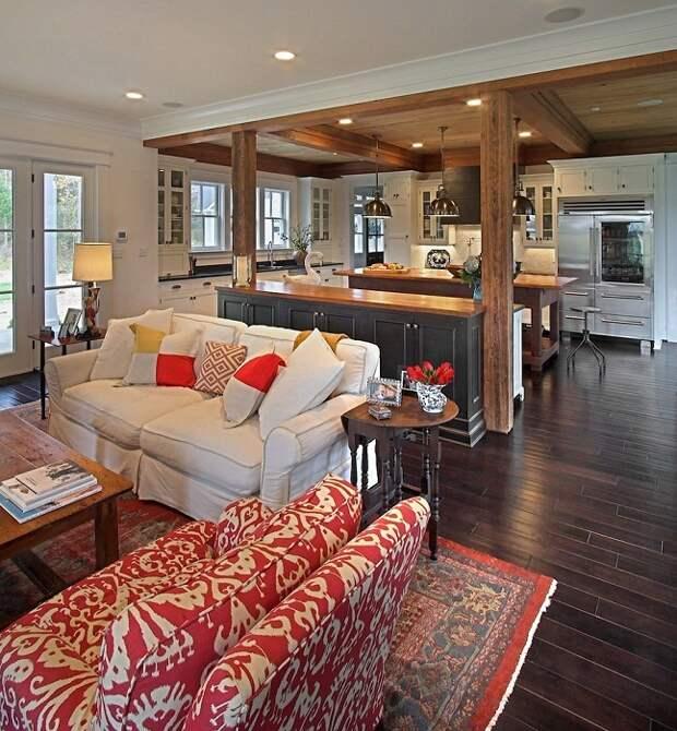 Хорошенькое сочетание двух комнат создано благодаря оформлению интерьера с применением белых, серых и красных тонов, что выглядит симпатично.